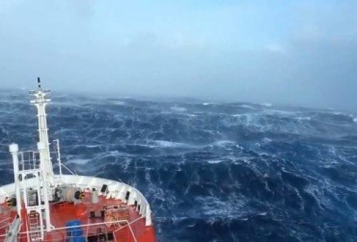 crazy-ship-in-massive-waves1-370x252